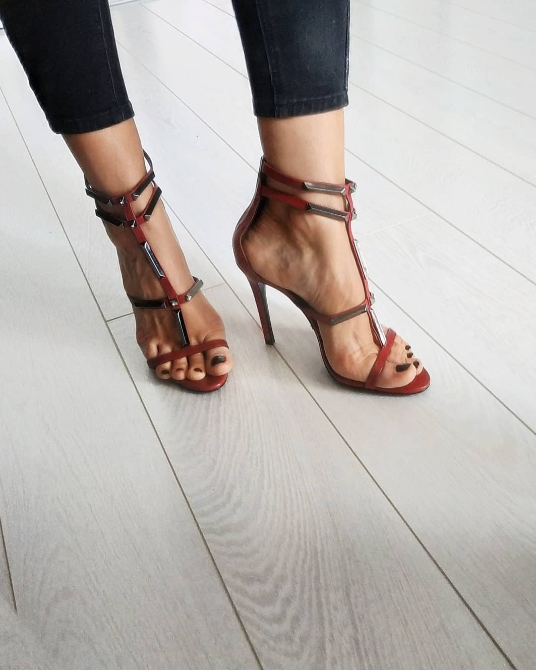 pantofi-cu-toc-sandale-inalte