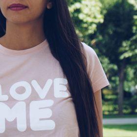 Cum să câștigi încredere și dragoste pentru tine însuți